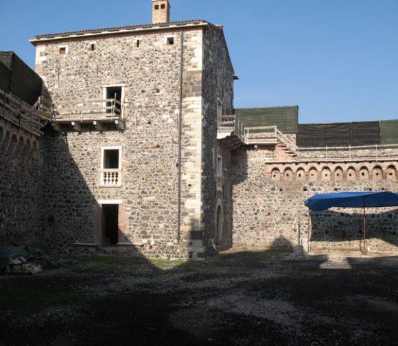 Castello dei Maltraversi 07
