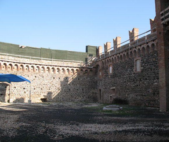 Castello dei Maltraversi 08