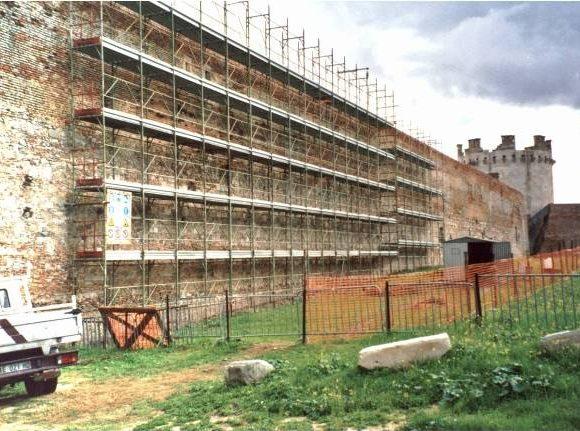 Castello e Fortezza Svevo Angioina 02